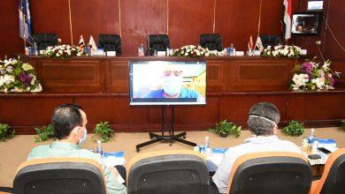 صورة الجزار يلتقى رؤساء أجهزة المدن الجديدة لمتابعة تطبيق قانون التصالح فى بعض مخالفات البناء.