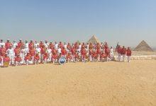 صورة فرقة الموسيقى التراثية للبحرية الفرنسية بمنطقة اثار اهرامات الجيزة