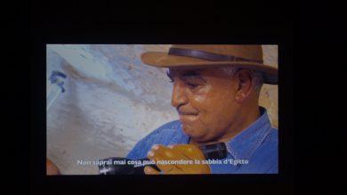 صورة زاهي حواس يلقي محاضرة عن اخر الاكتشافات الأثرية وجهود الدولة في الحفاظ على الآثار والحضارة المصرية