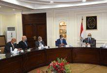 صورة وزير الإسكان يستعرض الحلول غير التقليدية لرفع مستوى خدمتى المياه والصرف الصحى بالريف