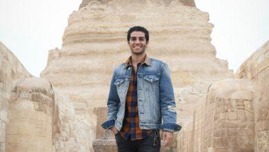 صورة مينا مسعود ينشر فيديو قصير عن مغامرته داخل الهرم الأكبر