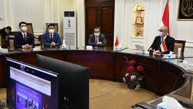 صورة وزير الإسكان وسفير مصر بالصين يشهدان توقيع عقد استكمال الأعمال ومذكرة التفاهم لإدارة وتشغيل منطقة الأعمال المركزية بالعاصمة الإدارية الجديدة