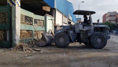 صورة رئيس جهاز مدينة دمياط الجديدة يقود حملة لرفع الإشغالات وإزالة المخالفات بالمنطقة الصناعية