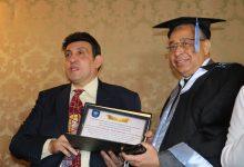 صورة الأمم المتحدة للفنون تكرم أمين عام نقابة المهندسين وتمنحه الدكتوراة الفخرية