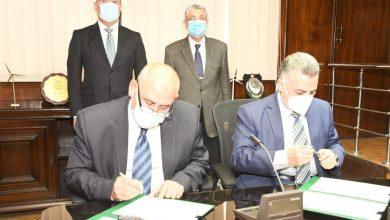 صورة الجزار وشاكر يشهدان توقيع بروتوكول تعاون بين جهازى تنظيم مرفق الكهرباء ومياه الشرب والصرف الصحي وحماية المستهلك