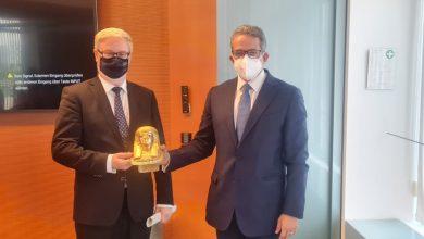 صورة وزير السياحة والآثار يلتقى المستشار الاقتصادي للمستشارة الألمانية